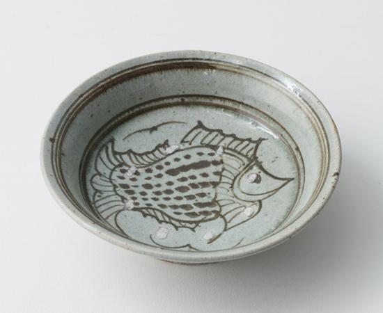 青磁鉄絵魚6寸浅鉢