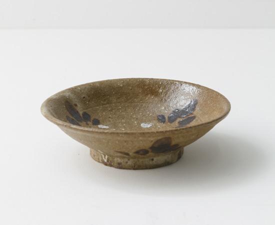 藁灰釉鉄絵6寸浅鉢